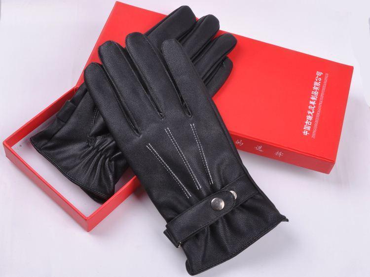 Пара кожаных перчаток