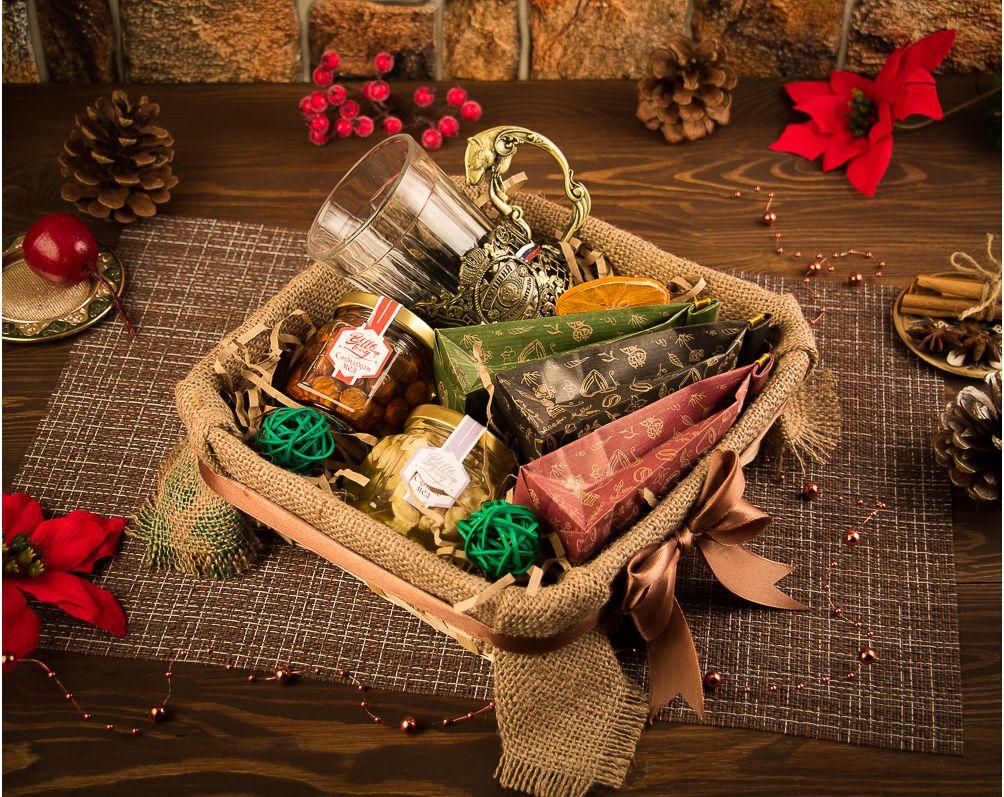 Что подарить человеку, у которого все есть, на Новый год 2022: идеи полезных, смешных, съедобных подарков